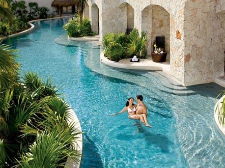 http://www.miserachi.com/wp-content/uploads/2016/12/Hoteleria_MAROMA-Swimout.jpg